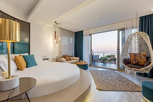 Deluxe Queen Room with Sea View and Jacuzzi | Melanippe Relaxing Hotel