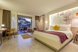 Deluxe King Room with Sea View and Jacuzzi | Melanippe Relaxing Hotel